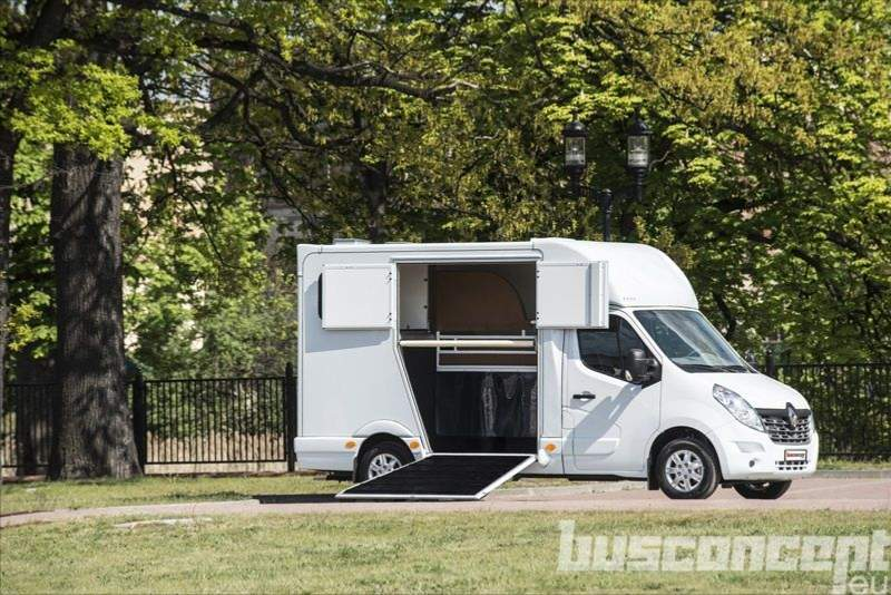 Neuer RENAULT - Master 3-person Horsebox